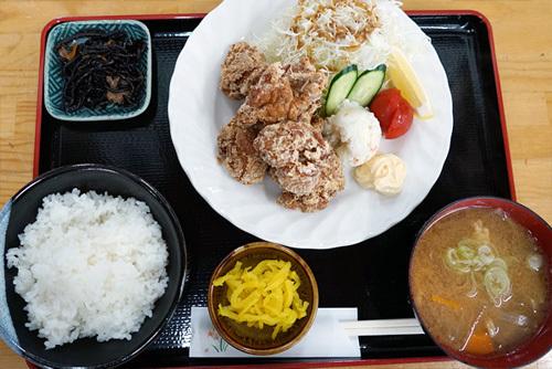 茨城県下妻市のグルメ・食事処ゑびすやの唐揚げ定食