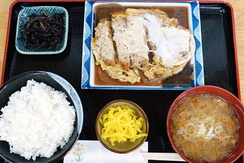 茨城県下妻市の参拝グルメ・休憩処ゑびすやのかつ煮定食