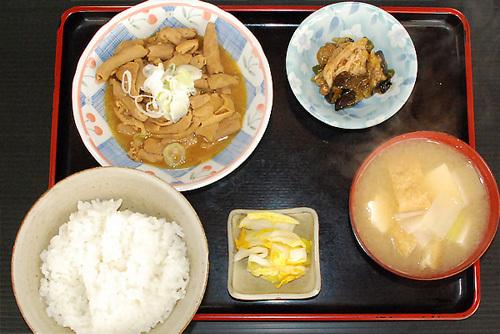 茨城県下妻市のグルメ・食事処ゑびすやのもつ煮込み定食