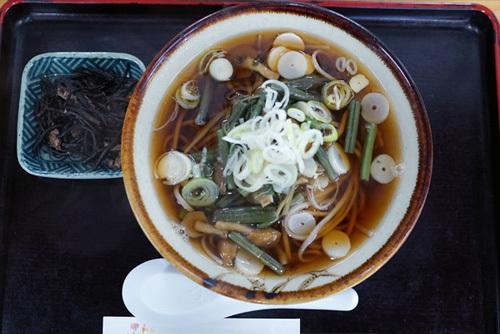 茨城県下妻市のグルメ・休憩処ゑびすやの山菜そば