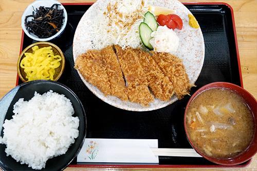 茨城県下妻市の参拝グルメ・休憩処ゑびすやのとんかつ定食