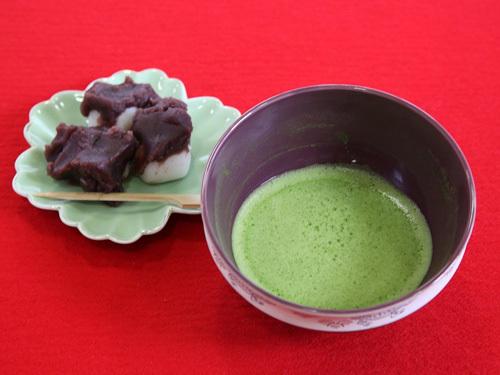 茨城県下妻市の甘味・スイーツ ゑびすやの厄除けだんごと抹茶のセット